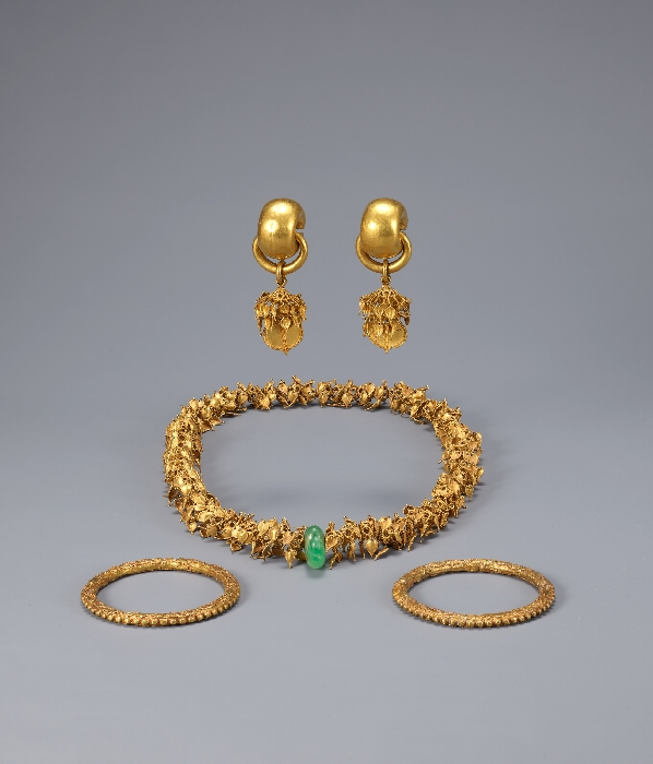 Gold Bracelets from Noseo-dong, Gyeongju image