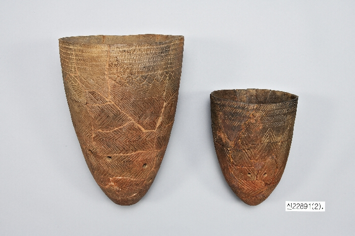 Comb-pattern Pottery image